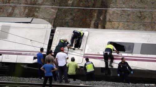 Tây Ban Nha: Tàu hỏa trật bánh, 45 người chết - 2