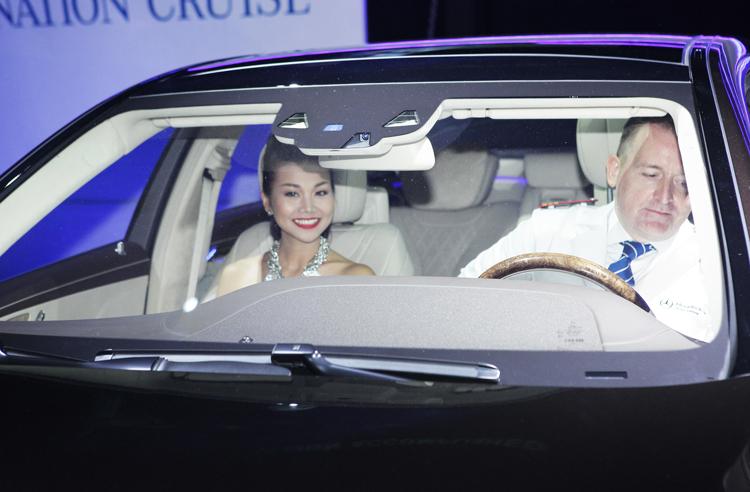 Siêu mẫu Thanh Hằng chính là thành viên trong câu lạc bộ các khách hàng nổi tiếng của Mercedes-Benz Việt Nam (Mercedes Celebrity Club) năm 2010 khi sở hữu chiếc GLK Duluxe.