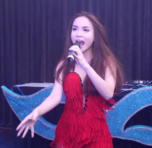Yến Trang tự tin khoe thế mạnh cơ thể - 4