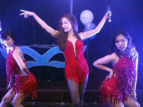 Yến Trang tự tin khoe thế mạnh cơ thể - 1