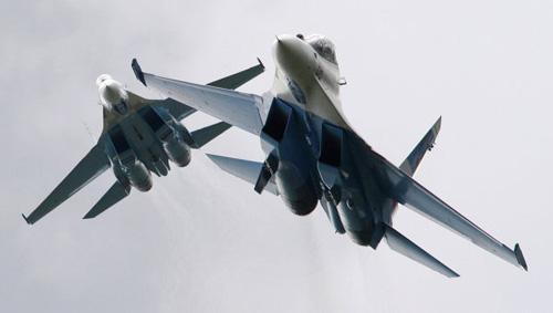 Nga điều 2 chiến đấu cơ Su-27 chặn máy bay lạ - 1