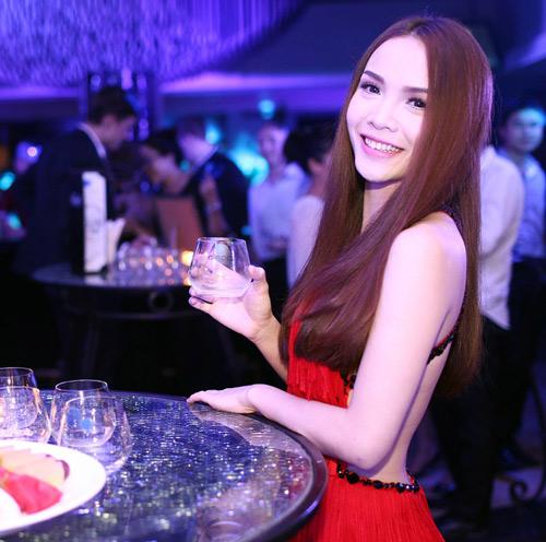 Yến Trang tự tin khoe thế mạnh cơ thể - 6