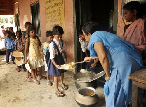 Ấn Độ bắt hiệu trưởng bị cáo buộc đầu độc HS - 2