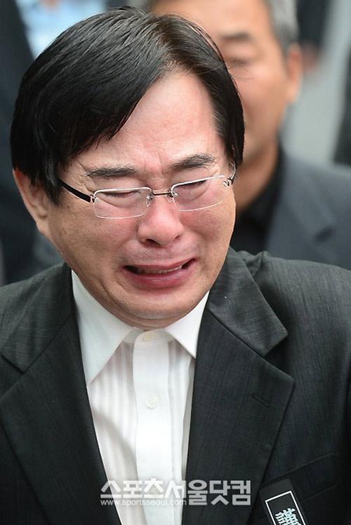"""Kim Hee Sun phờ phạc trong tang lễ """"ông trùm"""" - 9"""