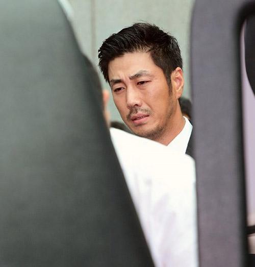 """Kim Hee Sun phờ phạc trong tang lễ """"ông trùm"""" - 10"""