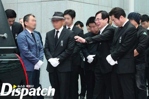 """Kim Hee Sun phờ phạc trong tang lễ """"ông trùm"""" - 8"""