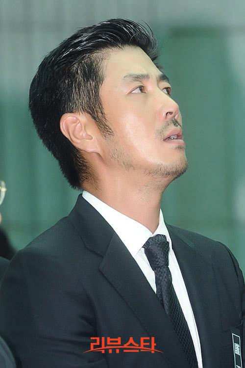 """Kim Hee Sun phờ phạc trong tang lễ """"ông trùm"""" - 12"""