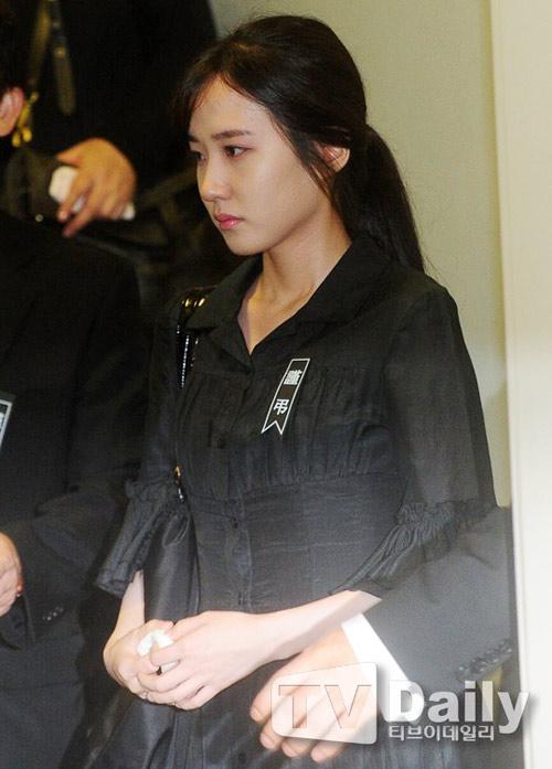 """Kim Hee Sun phờ phạc trong tang lễ """"ông trùm"""" - 15"""