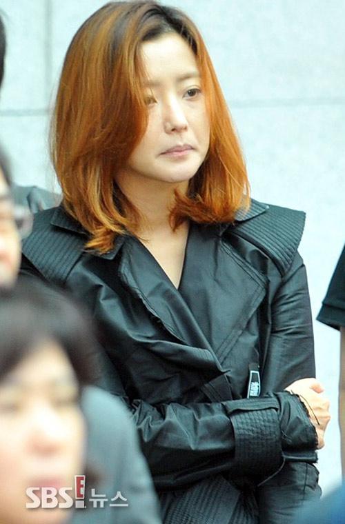 """Kim Hee Sun phờ phạc trong tang lễ """"ông trùm"""" - 7"""