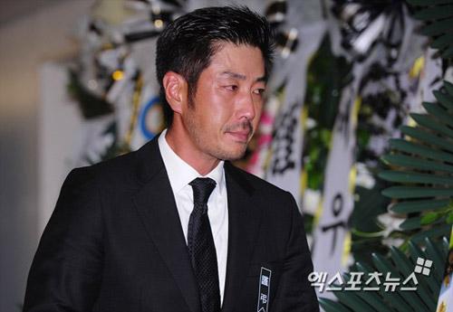 """Kim Hee Sun phờ phạc trong tang lễ """"ông trùm"""" - 14"""