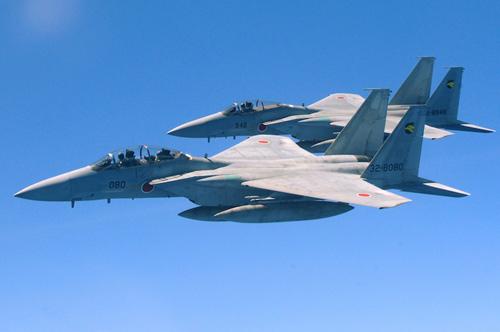 """Chiến đấu cơ Nhật """"xua"""" máy bay quân sự TQ - 2"""