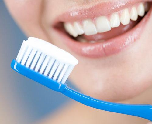 Nên biết 6 thói quen gây hại cho răng - 1