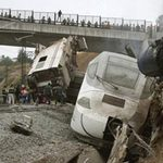 Tin tức trong ngày - Tây Ban Nha: Tàu hỏa trật bánh, 45 người chết
