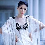 Thời trang - Trang Trần kiêu kỳ với họa tiết Tuồng cổ