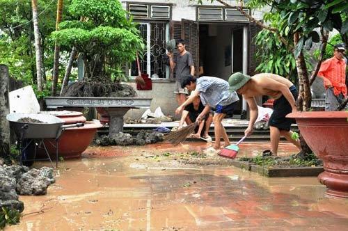Mưa lớn gây sạt lở, ngập lụt tại TP Hạ Long - 4