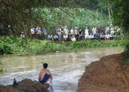 Tắm sông, thanh niên vừa đậu ĐH chết đuối - 1