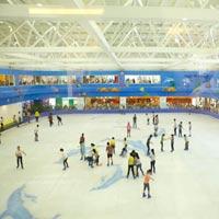 HN có sân trượt băng lớn nhất Việt Nam