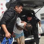 Tin tức trong ngày - TQ: Ném bé 2 tuổi xuống đất vì chỗ đậu xe