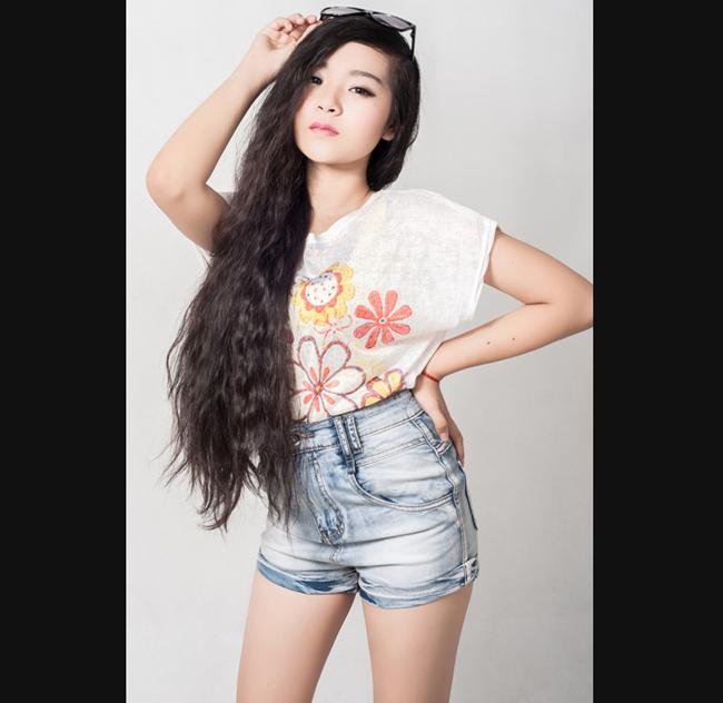 Tam Triều Dâng thường được gọi là bản sao của Angela Phương Trinh.