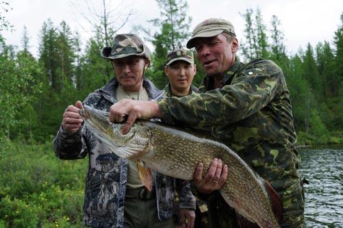 Chùm ảnh: Putin đi nghỉ hè cùng Medvedev - 10