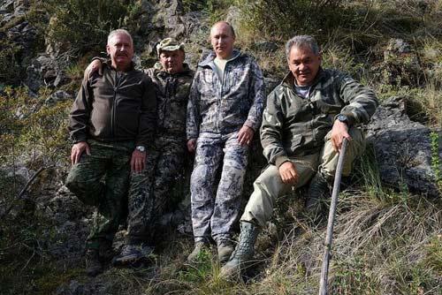 Chùm ảnh: Putin đi nghỉ hè cùng Medvedev - 2