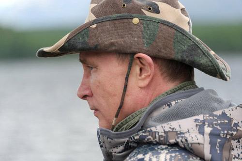 Chùm ảnh: Putin đi nghỉ hè cùng Medvedev - 5