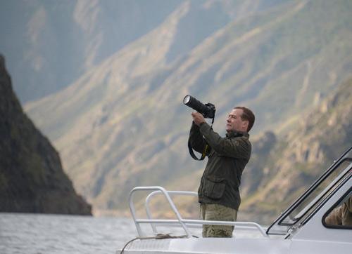Chùm ảnh: Putin đi nghỉ hè cùng Medvedev - 8