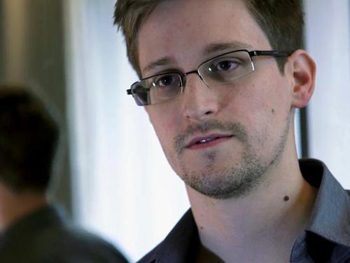 """Bố Snowden tố Mỹ tìm cách """"quỷ hóa"""" con trai - 2"""
