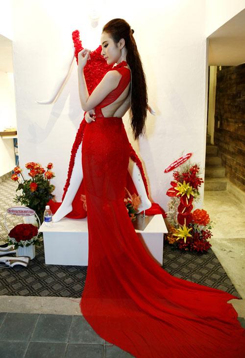 Phương Trinh mong manh với váy mỏng - 4