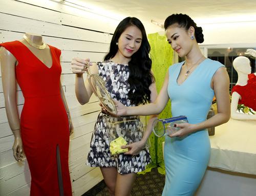 Phương Trinh mong manh với váy mỏng - 9