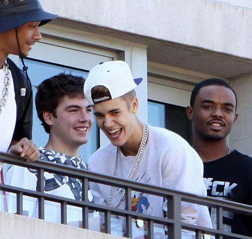 Justin Bieber nhổ vào fan gây cuồng nộ - 5
