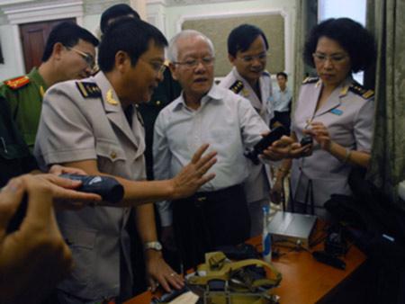 TPHCM: Chật vật chống buôn lậu vàng - 2