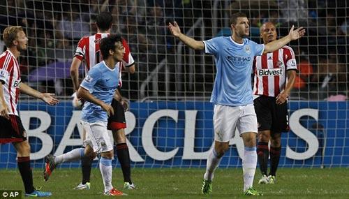 Man City nâng cao danh hiệu đầu tiên - 9