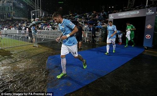 Man City nâng cao danh hiệu đầu tiên - 4