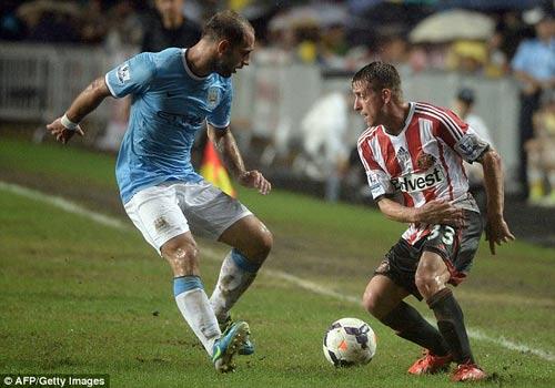 Man City nâng cao danh hiệu đầu tiên - 5