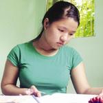 Giáo dục - du học - Thủ khoa và gánh hàng tạp hóa của mẹ