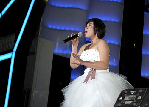 Xuân Nghi lạ lẫm trong trang phục cô dâu - 2