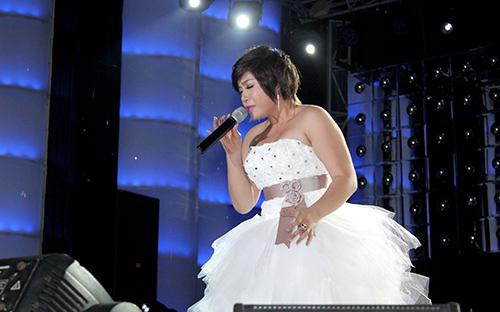 Xuân Nghi lạ lẫm trong trang phục cô dâu - 3