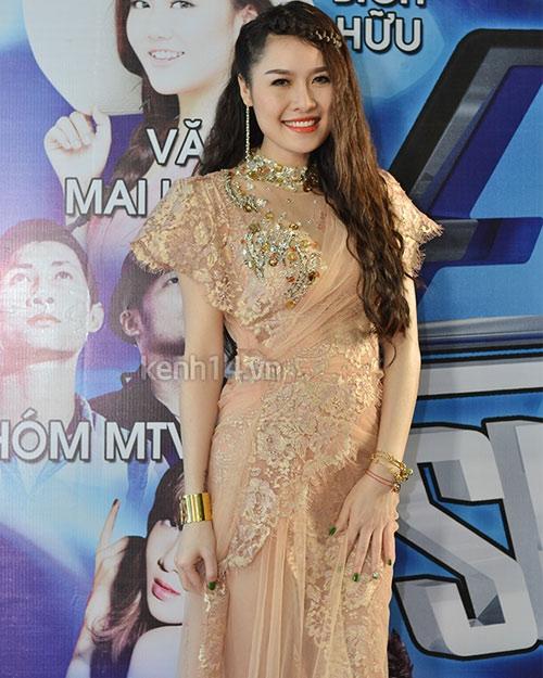 Rối mắt với váy áo rườm rà của sao Việt - 1