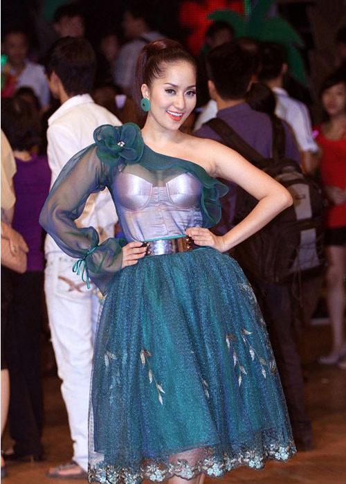 Rối mắt với váy áo rườm rà của sao Việt - 9