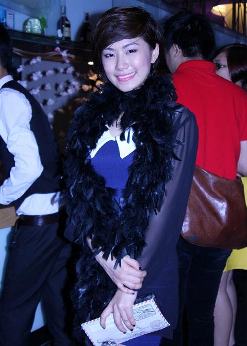 Rối mắt với váy áo rườm rà của sao Việt - 5