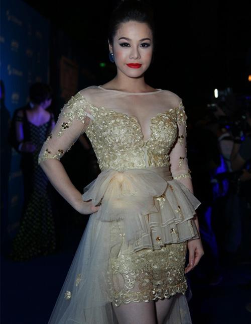 Rối mắt với váy áo rườm rà của sao Việt - 2