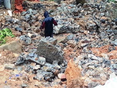Quảng Ninh: Mưa xối xả, kéo sập nhiều nhà dân - 1