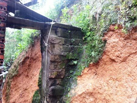 Quảng Ninh: Mưa xối xả, kéo sập nhiều nhà dân - 3