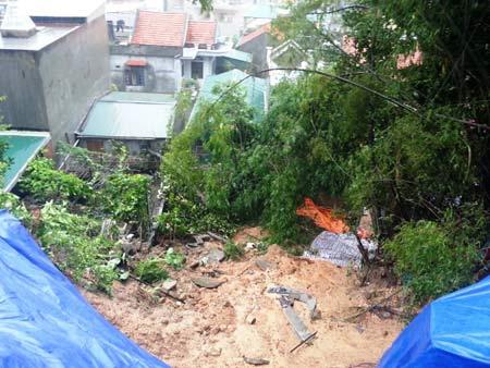 Quảng Ninh: Mưa xối xả, kéo sập nhiều nhà dân - 4