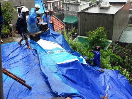 Quảng Ninh: Mưa xối xả, kéo sập nhiều nhà dân - 6
