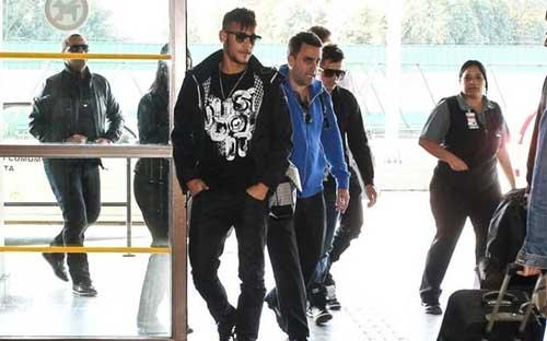 Neymar được đón chào nồng nhiệt ở Barca - 1