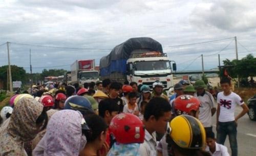 Xe tải tông chết 2 phụ nữ, QL 1 tắc nghẽn - 2