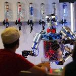 Phi thường - kỳ quặc - Kỳ lạ quán bar robot