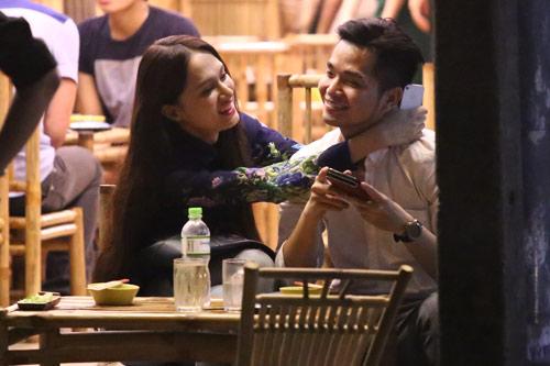 Hương Giang yêu chiều bạn trai trên phố, Ca nhạc - MTV, huong giang, huong giang idol, ca sy huong giang idol, hong phuoc, ngoi sao, bao ngoi sao, dien vien, phim, phim hay, phim hay nhat, phim moi, xem phim, hau truong phim